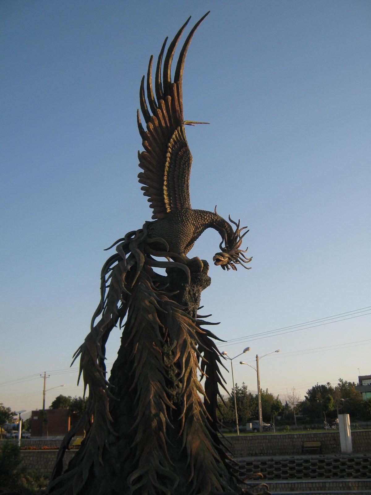 Simorgh_statue_-_morning_-_Nishapur_4